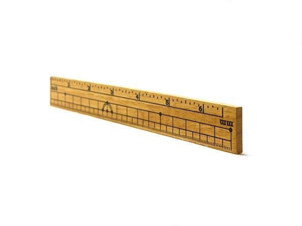 色とりどりの木材の地色を活かした 温もりの 17cm定規型雑貨。