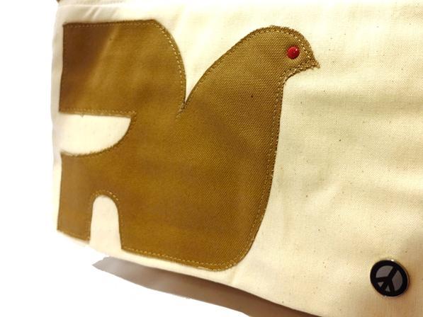 鳩のアップリケがレイアウトされた A4サイズショルダーバッグ