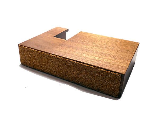 ウォルナットのテープカッター。7種類の封筒サイズに合わせてテープの長さが測れます。インテリアにもおすすめです。