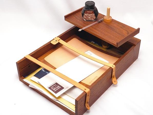 縦横に使える3段式の木製のA4サイズ、レタートレイです。上段のトレイは木ネジで固定され、高さや方向を自由に変更する事が出来ます。